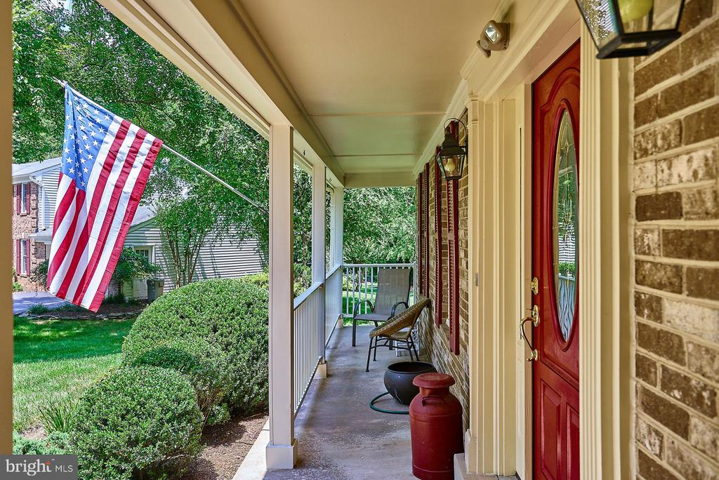 Charming Front Porch - 11902 HOLLY SPRING DR, GREAT FALLS