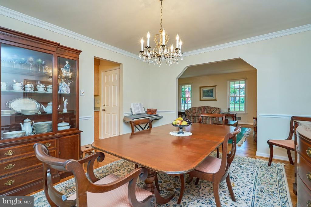 Hardwood in the Formal Dining Area - 11902 HOLLY SPRING DR, GREAT FALLS