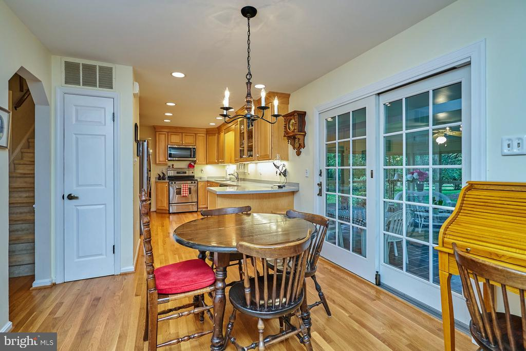 Breakfast Area Adjoins Screened Porch - 11902 HOLLY SPRING DR, GREAT FALLS