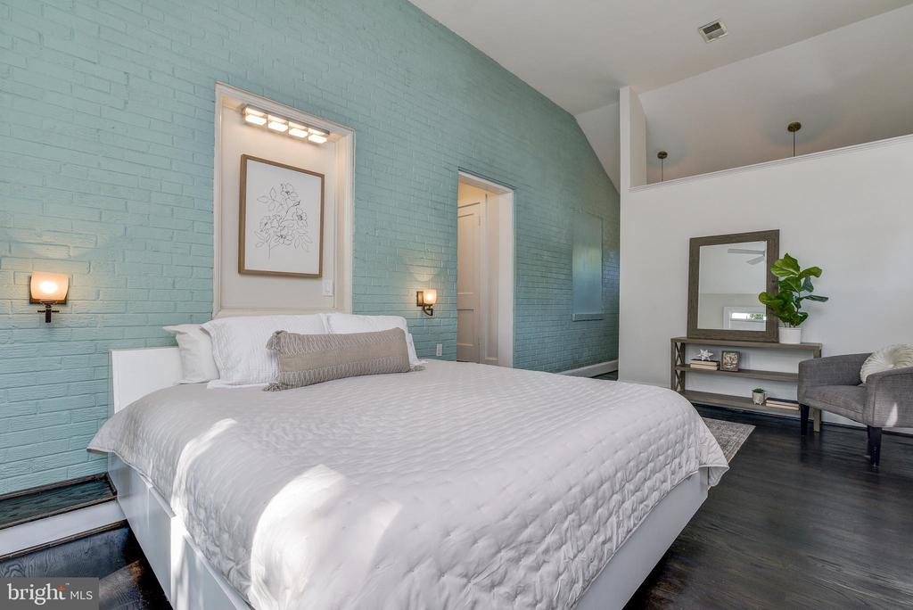 Main bedroom with cathedral ceiling - 10106 GREENOCK RD, SILVER SPRING