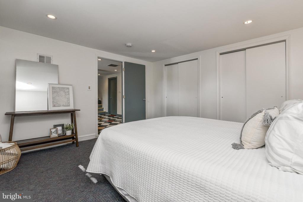 Two Large closets - 10106 GREENOCK RD, SILVER SPRING