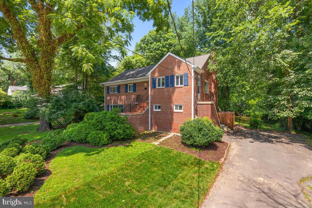 Front of House - 3226 SLEEPY HOLLOW RD, FALLS CHURCH