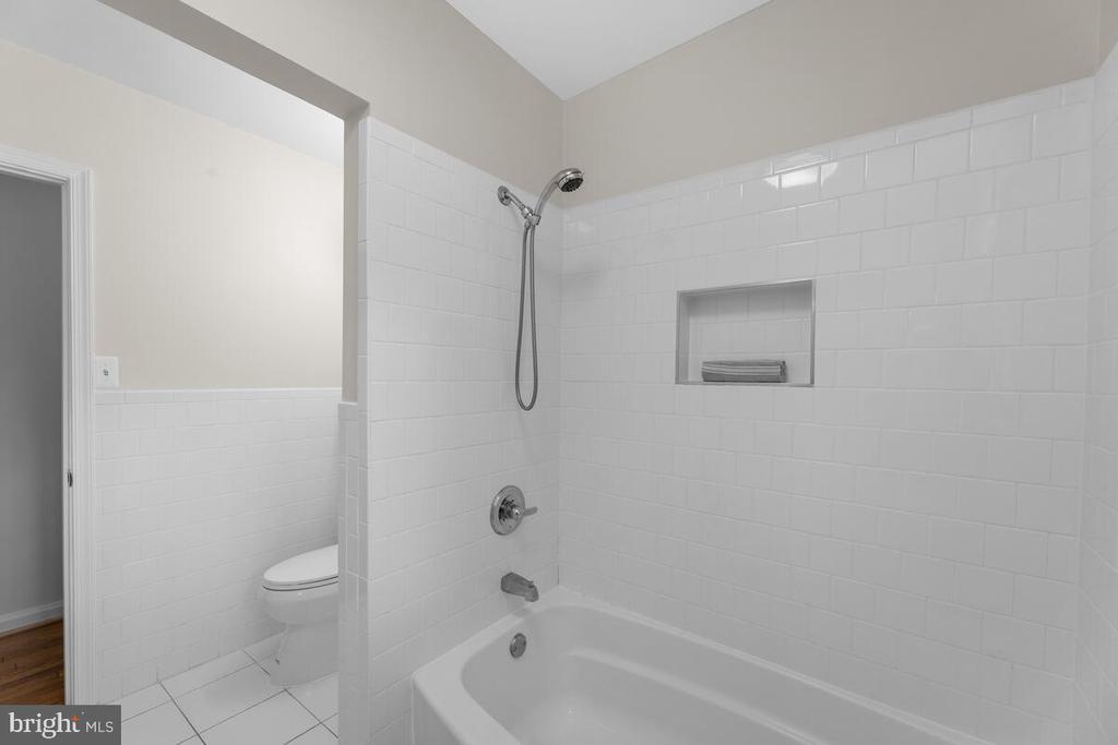 Bathroom Main Level - 3226 SLEEPY HOLLOW RD, FALLS CHURCH