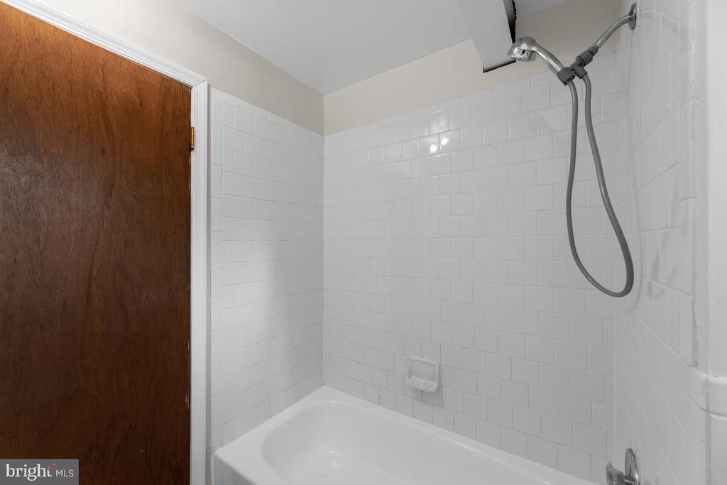 Bathroom Lower Level - 3226 SLEEPY HOLLOW RD, FALLS CHURCH