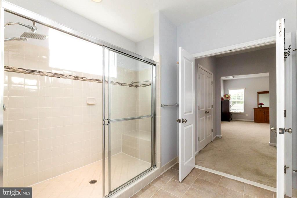 Owners oversized custom shower - 23384 MORNING WALK DR, BRAMBLETON