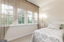 Upper level loft area provides a flexible space - 23384 MORNING WALK DR, BRAMBLETON