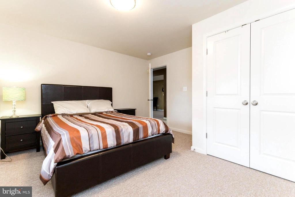 Lower level  bedroom - 23384 MORNING WALK DR, BRAMBLETON