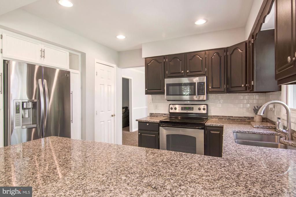 Granite counters, tile backsplash & SS appliances - 205 SAIL CV, STAFFORD