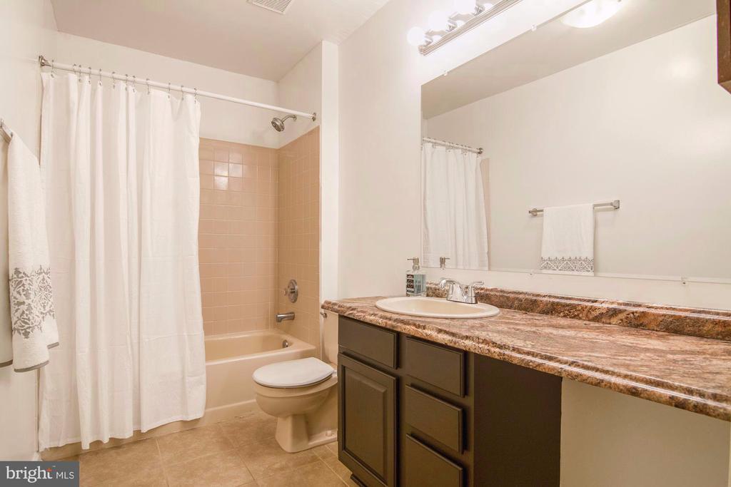 Full bathroom on upper level - 205 SAIL CV, STAFFORD