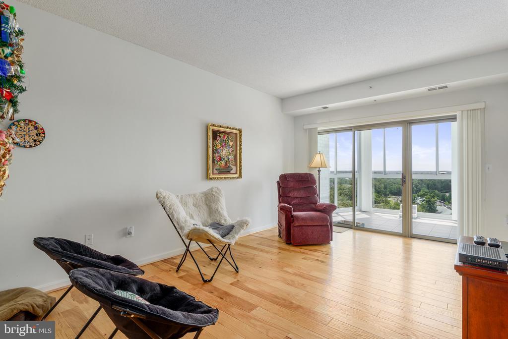 Living Room - 19375 CYPRESS RIDGE TER #1104, LEESBURG