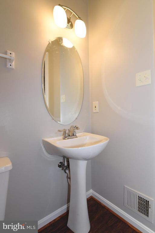 Powder room - 44077 TIPPECANOE TER, ASHBURN