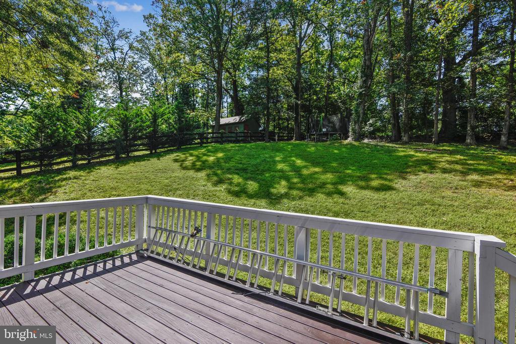 Deck overlooking private yard - 35759 HAYMAN LN, ROUND HILL