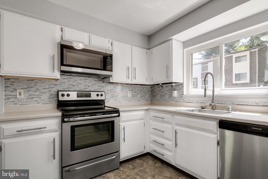 Kitchen with Stainless Steel Appliances - 9911 LAKE LANDING RD, GAITHERSBURG