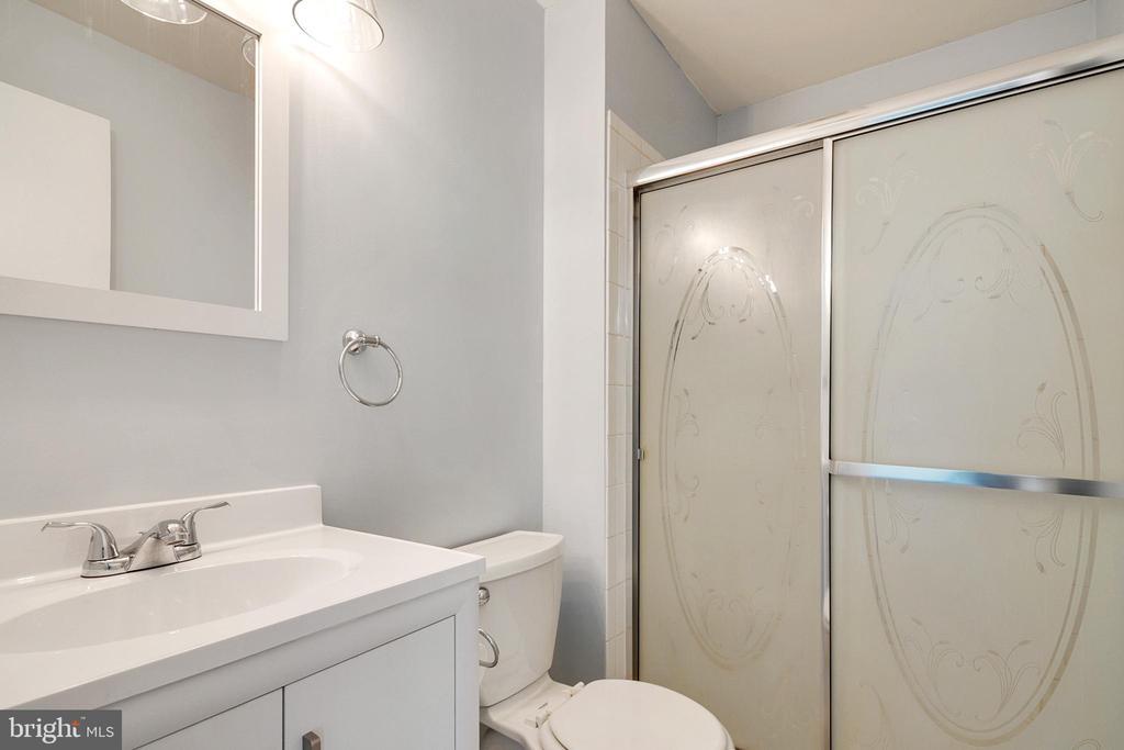 Primary Bath - 9911 LAKE LANDING RD, GAITHERSBURG