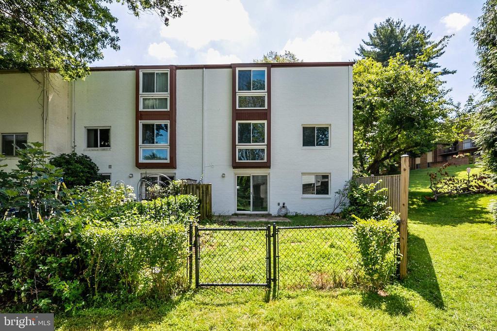 - 9911 LAKE LANDING RD, GAITHERSBURG