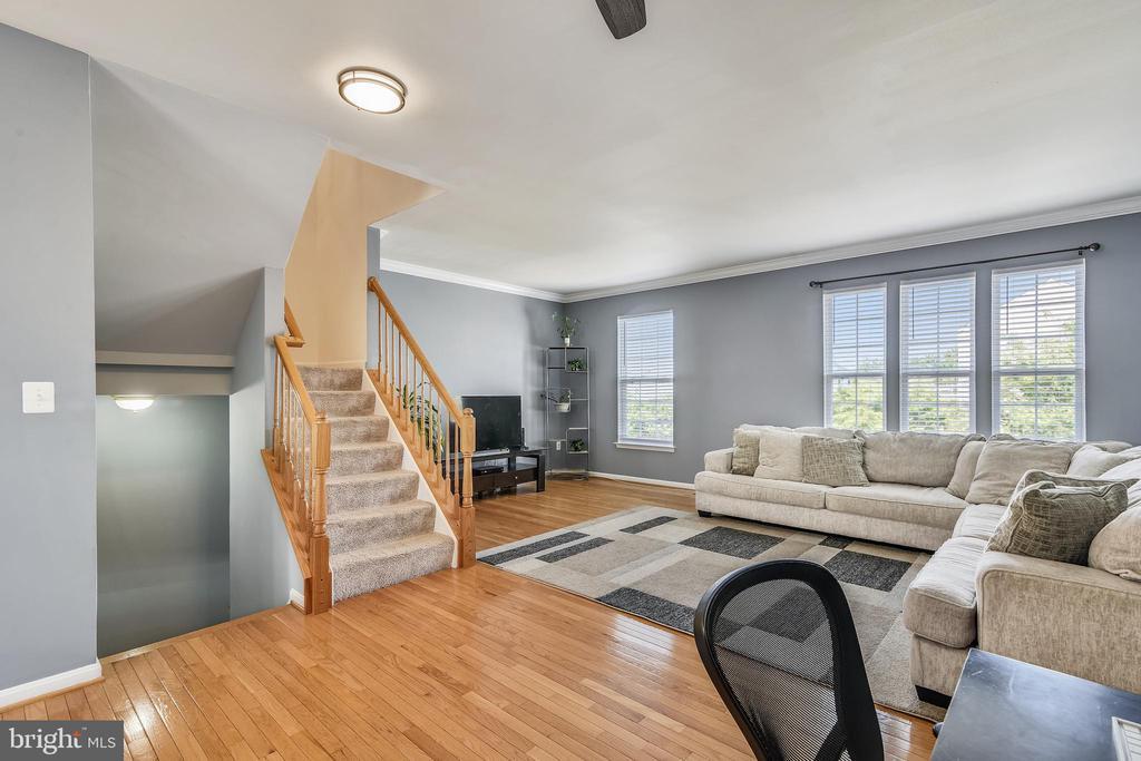 Hardwood floors - 502 TWINTREE TER NE, LEESBURG
