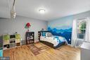Oak hardwoods in basement bedroom - 97 SANCTUARY LN, STAFFORD