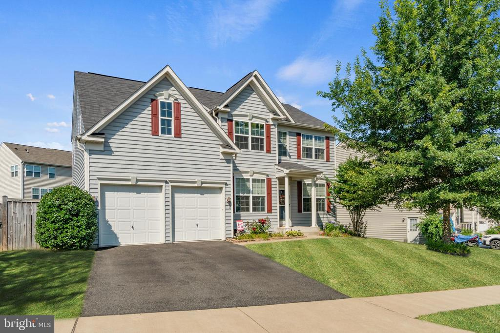 Two car front entry garage - 97 SANCTUARY LN, STAFFORD