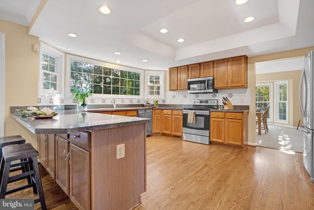 Spacious open kitchen - 14 JUSTIN CT, STAFFORD