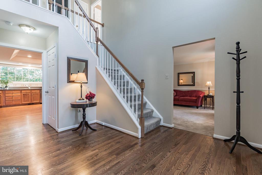 Welcoming two story foyer - 14 JUSTIN CT, STAFFORD