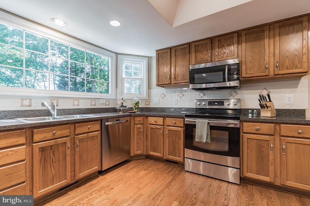 Stainless steel appliances - 14 JUSTIN CT, STAFFORD