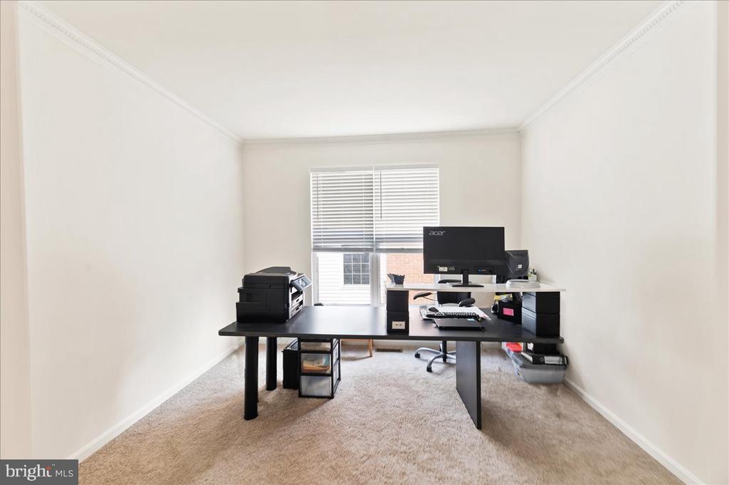 Office - 17510 LETHRIDGE CIR, ROUND HILL