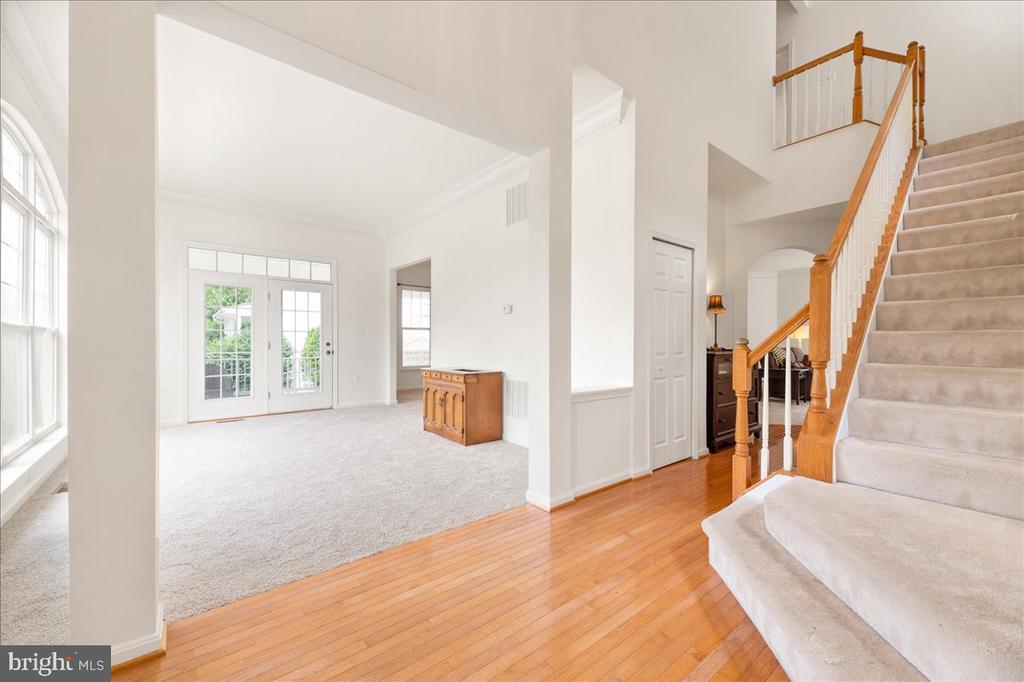 foyer - 17510 LETHRIDGE CIR, ROUND HILL