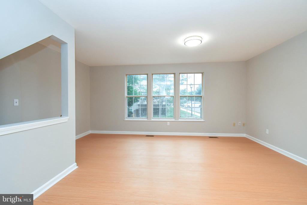 Living dining area - 9530 BUTTONBUSH CT, MANASSAS