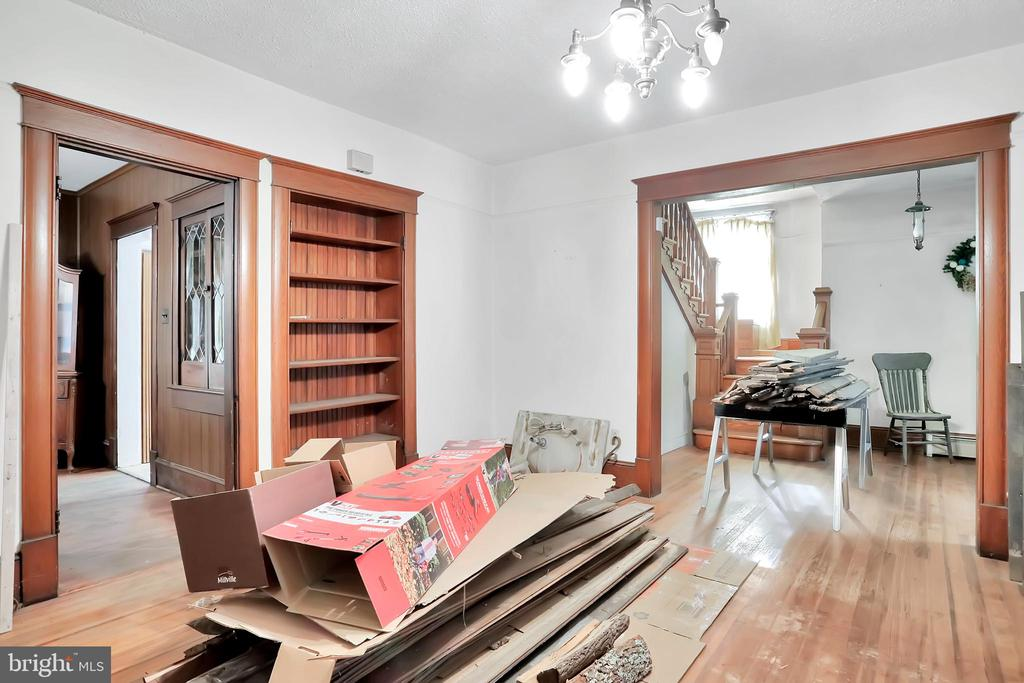 Living room with built in - 898 FILLMORE ST, HARPERS FERRY