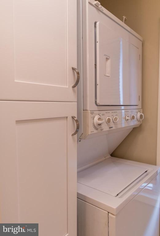 Washer dryer on ground floor. - 1220 S BUCHANAN ST, ARLINGTON