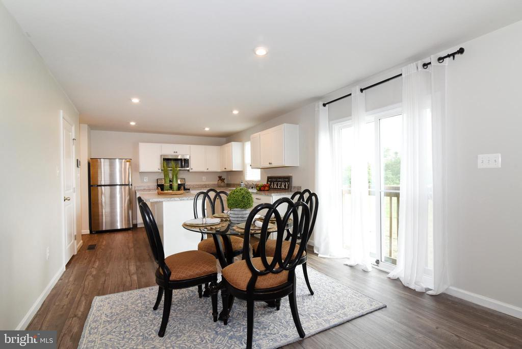 Dining & Kitchen - 348 TICKSEED CT, BUNKER HILL