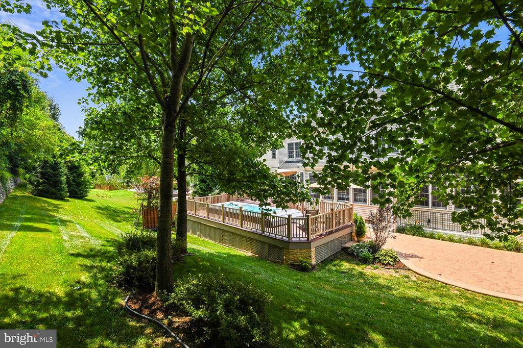 Private & Beautifully Landscaped Rear Yard - 8043 WINSTEAD MANOR LN, LORTON