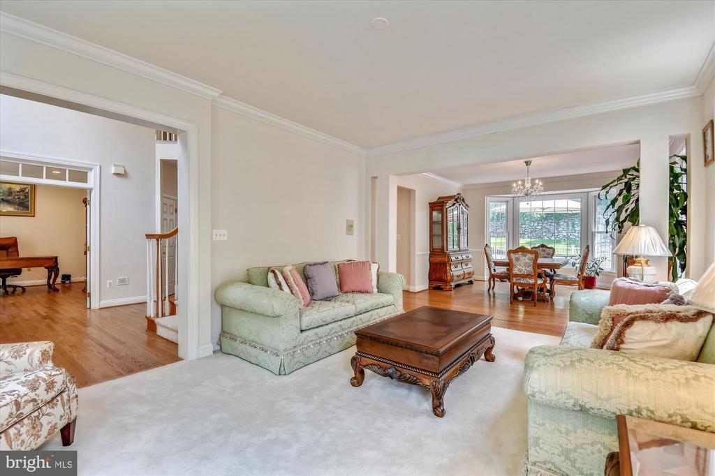 Large Formal Living Room - 8043 WINSTEAD MANOR LN, LORTON