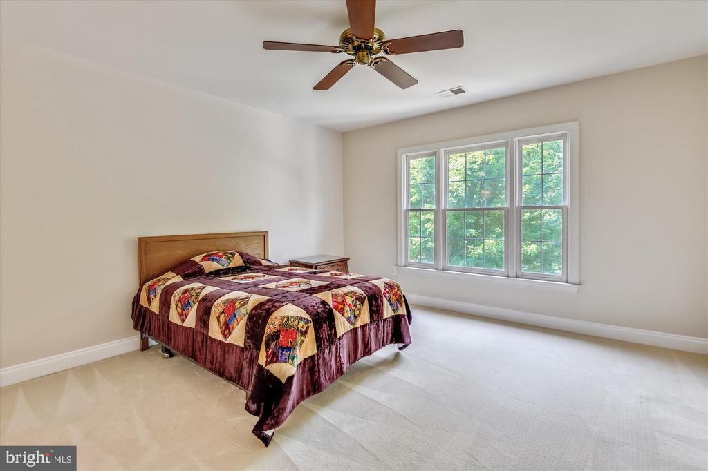 Large Upper Level Forth  Bedroom - 8043 WINSTEAD MANOR LN, LORTON