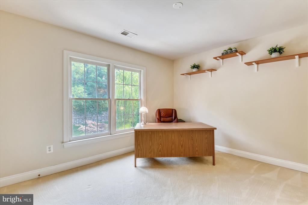 Large Upper Level Third Bedroom - 8043 WINSTEAD MANOR LN, LORTON
