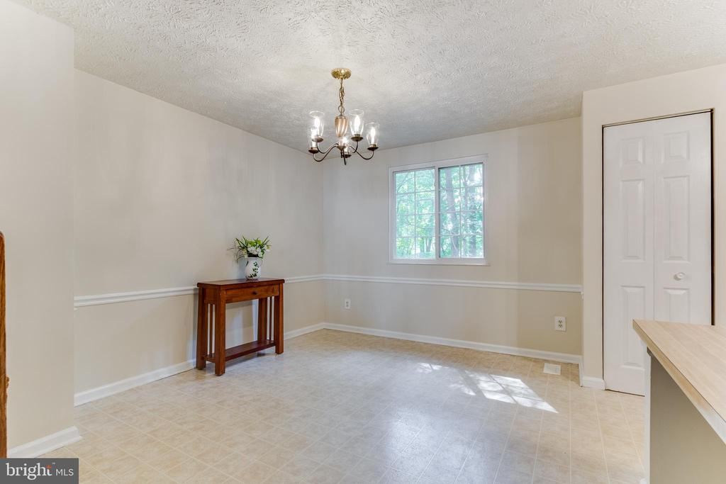 Dining room overlooking mature woods - 3594 WHARF LN, TRIANGLE