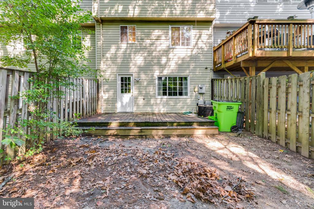 Great backyard waiting for you to make it yours - 3594 WHARF LN, TRIANGLE