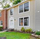 Three levels of living space! - 3594 WHARF LN, TRIANGLE