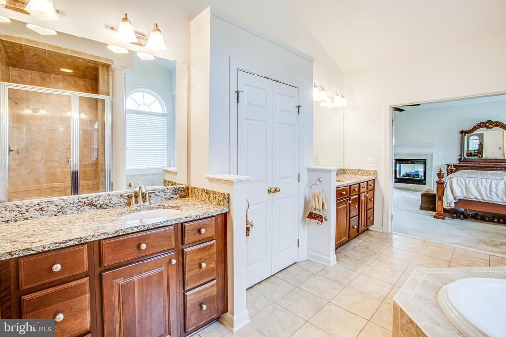 Double vanities - 57 SNAPDRAGON DR, STAFFORD