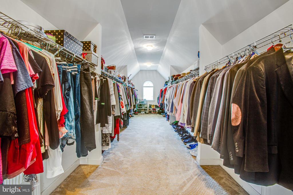Huge closet in Owners suite, plenty of room for 2! - 57 SNAPDRAGON DR, STAFFORD