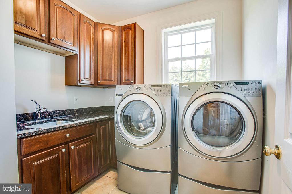 Laundry main level with cabinetry and sink - 57 SNAPDRAGON DR, STAFFORD