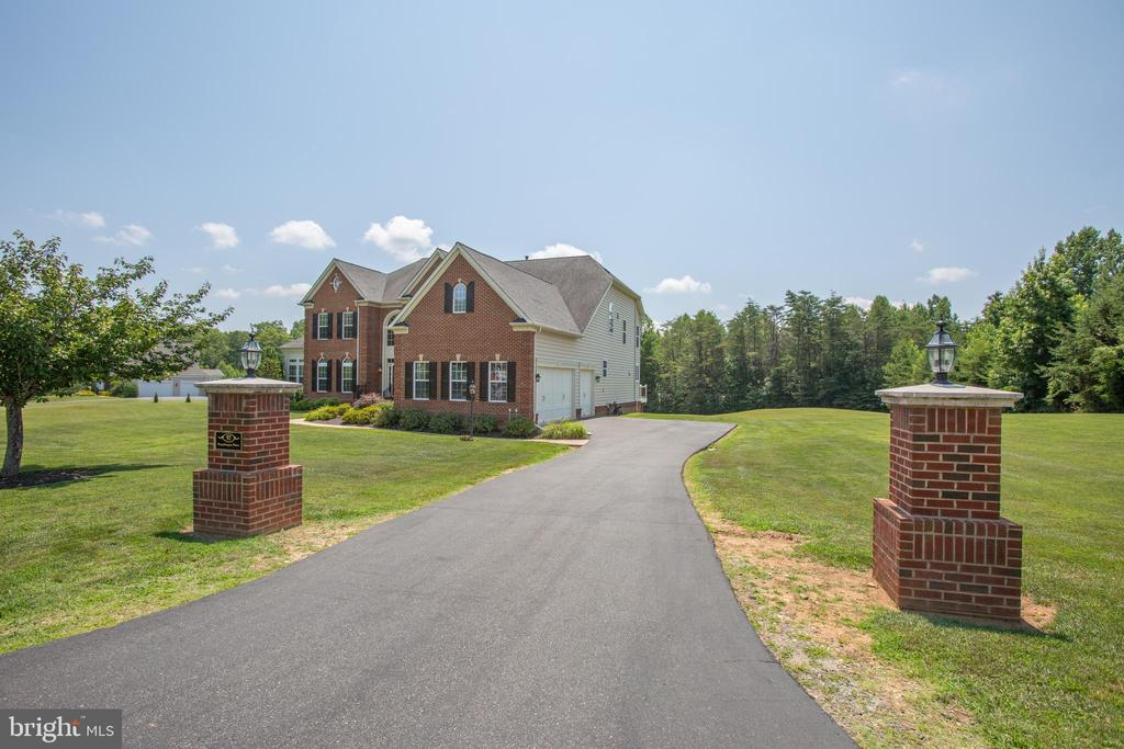 Columned driveway, home sits off the road - 57 SNAPDRAGON DR, STAFFORD