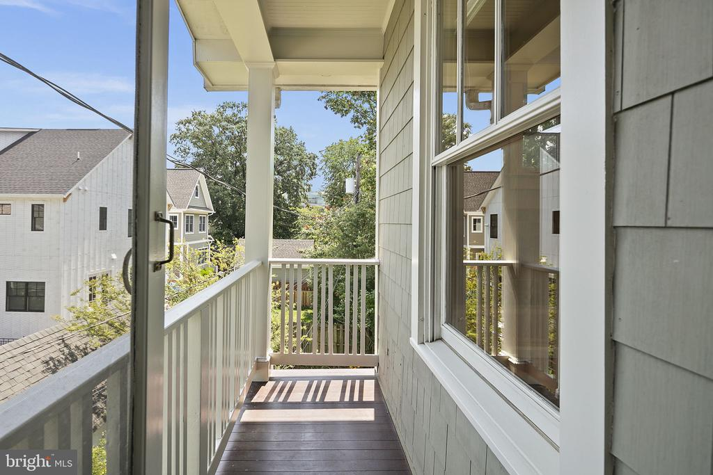 Porch off of the primary bedroom - 1611 N BRYAN ST, ARLINGTON