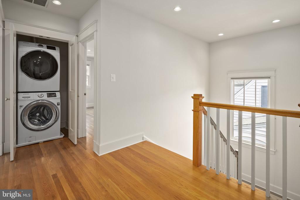 Upper level washing machine and dryer - 1611 N BRYAN ST, ARLINGTON