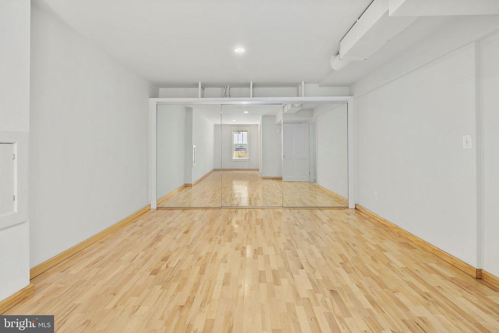 Dance studio on lower level/playroom/exercise room - 1611 N BRYAN ST, ARLINGTON