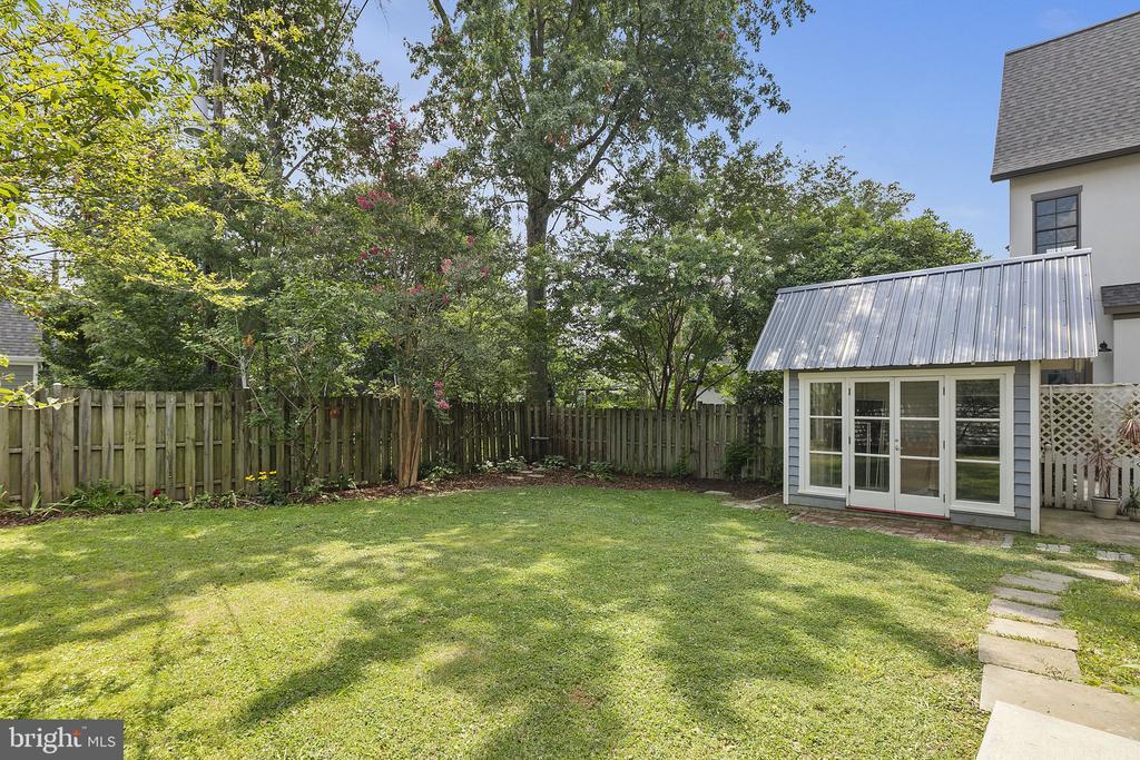 There is a nice flat, fenced yard - 1611 N BRYAN ST, ARLINGTON
