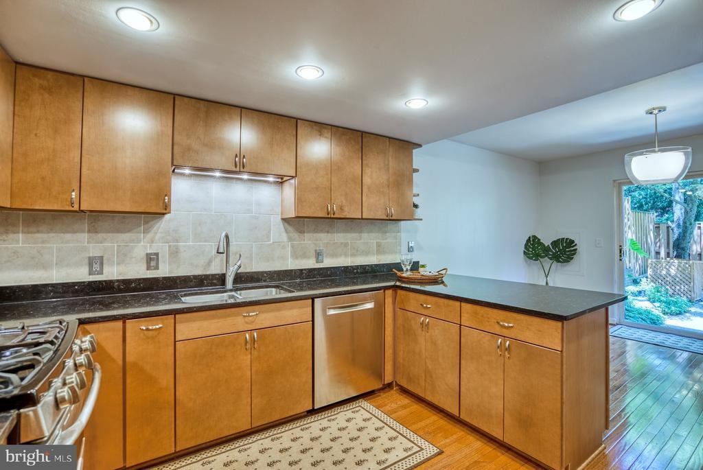 Contemporary Custom Cabinets in Kitchen - 2211 CEDAR COVE CT, RESTON
