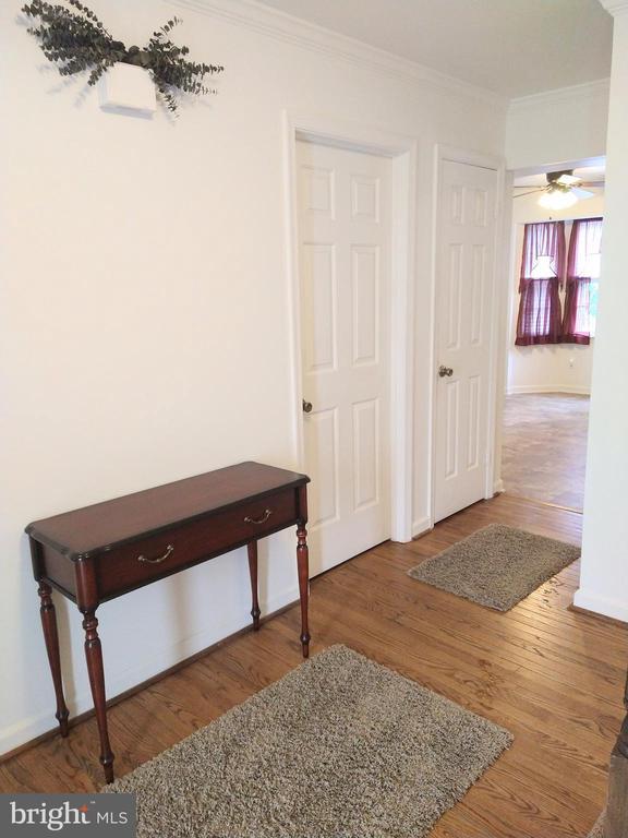Foyer - 13600 BRIDGELAND LN, CLIFTON
