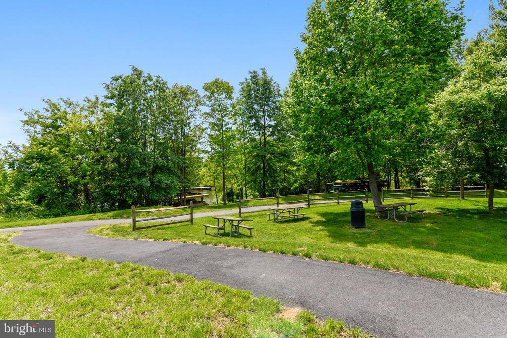 Lake point in Round Hill - 17451 LETHRIDGE CIR, ROUND HILL