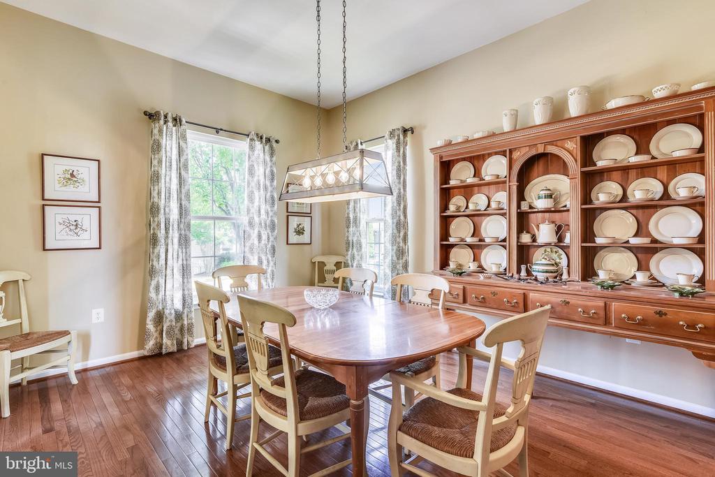 Formal dining room - 17451 LETHRIDGE CIR, ROUND HILL